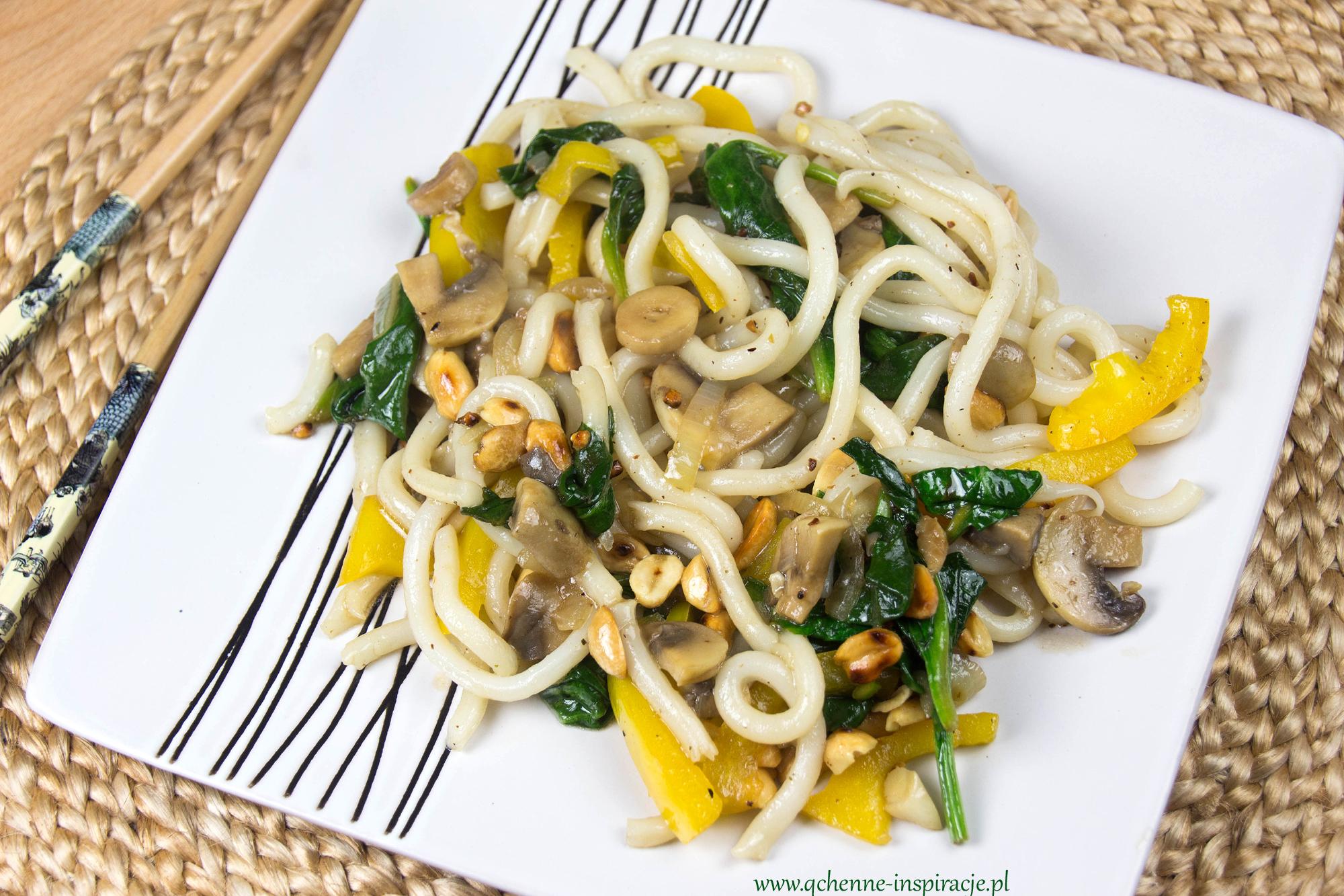 wegetariańskie i wegańskie stir fry kuchnia tajska udon