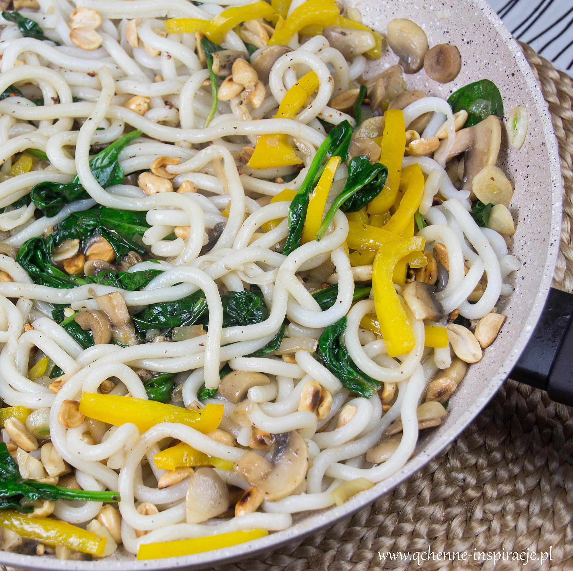 wegetariańskie i wegańskie stir fry kuchnia tajska