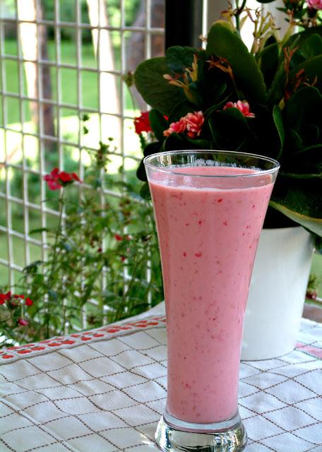 Trochę zdrowia ! Koktajl z malin i jego oczyszczające właściwości (140 kcal)