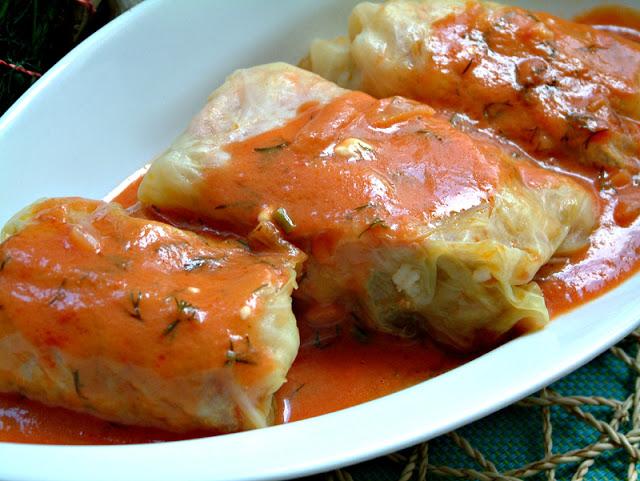 Tradycyjne gołąbki w wersji dietetycznej. Jeden gołąbek z sosem - ok. 130 kcal